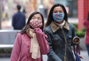 Fashionably afraid - SARS Masks are all the rage!